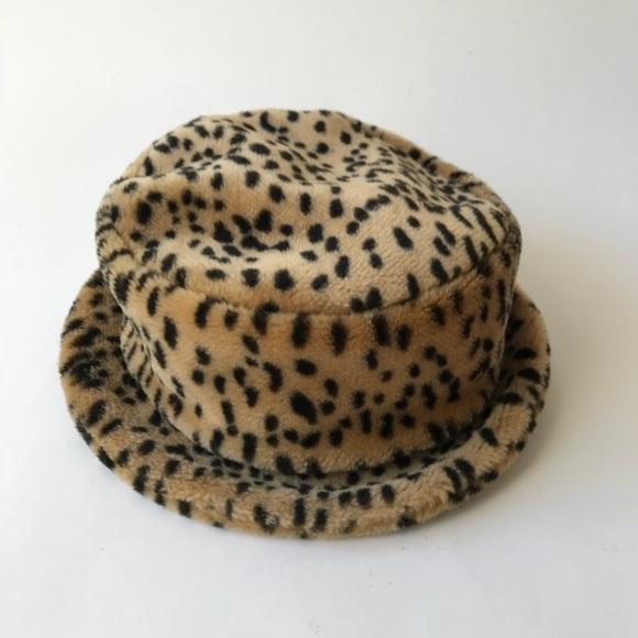 90 s Leopard Bucket Hat. M 5b4807c4d6dc52077cd69903 efea650a7eb